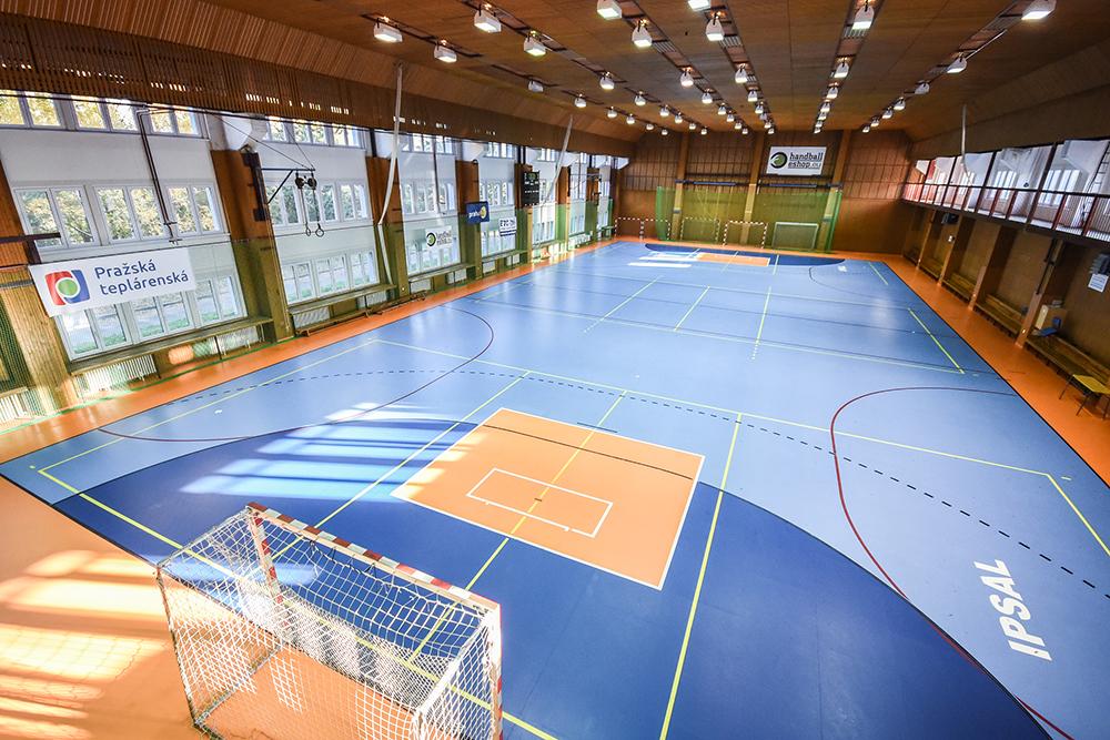 V areálu sportovní haly je také menší sportovní sál se zrcadly o rozměrech  10 x 6 metrů. 7b8a8d9646